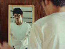 NEXUS7 CMの眼鏡イケメン先生は誰?